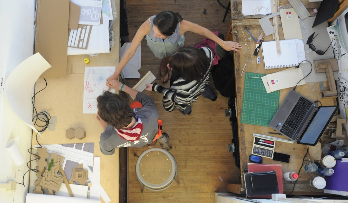 Students develop an architecture project