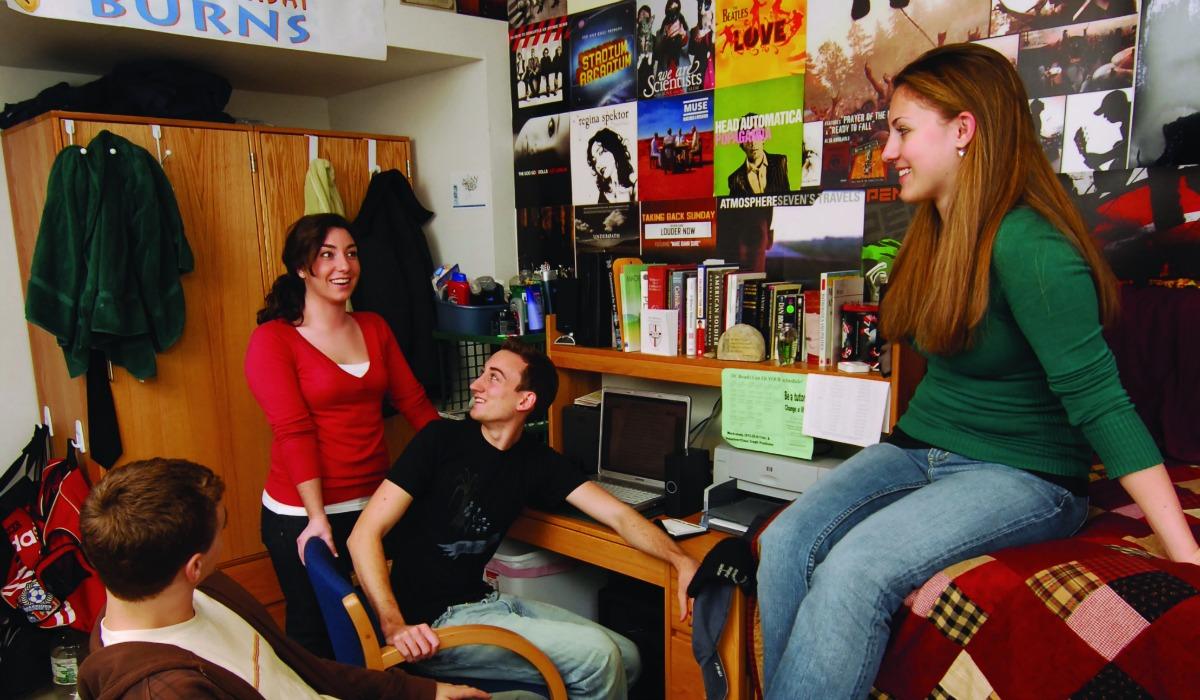 Estudiantes en el dormitorio