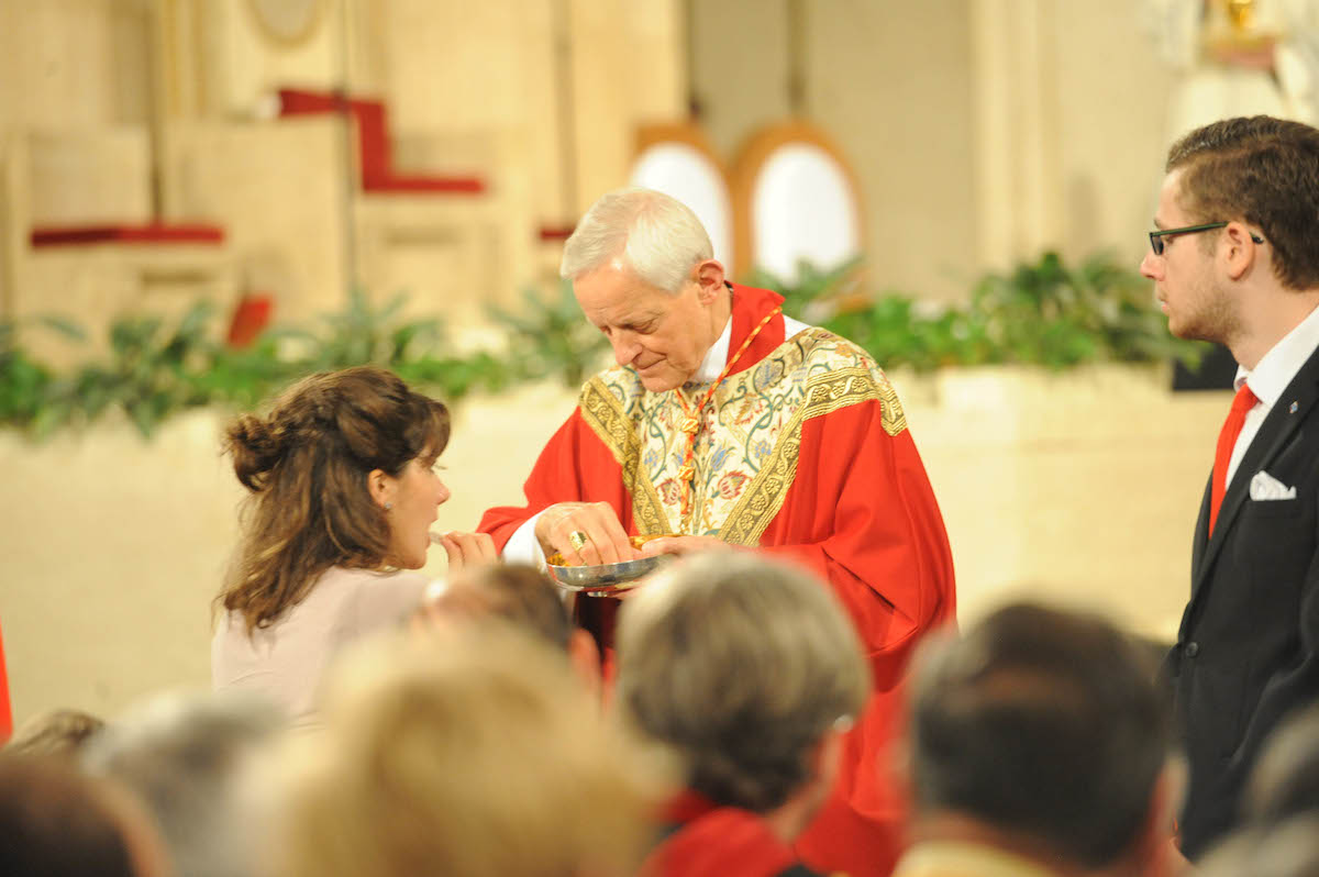 Cardinal Wuerl imparting Communion