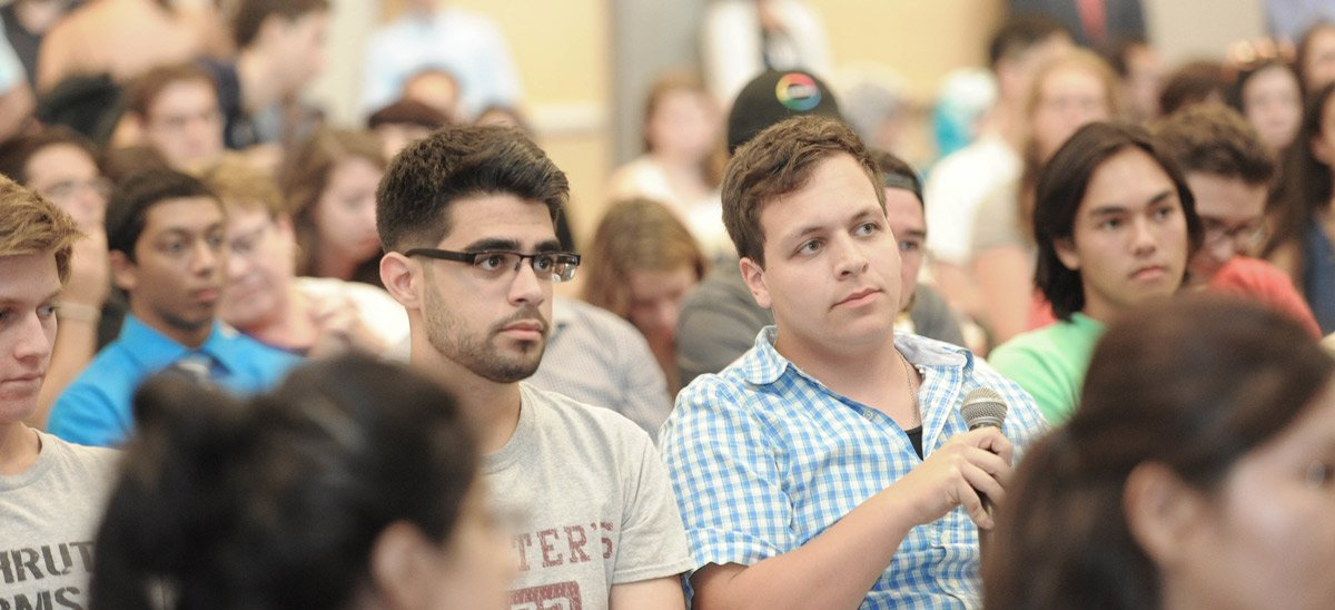 Students listen to talk by world-renowned biologist Robert Gallo