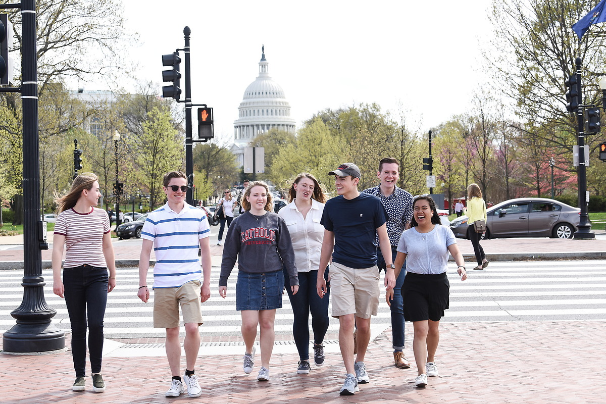 Students walking in front of U.S. Capitol